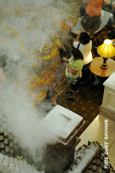 grand-floridian-gingerbread-house-smoking-chimney