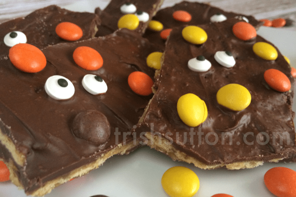 Spooky-Halloween-Chocolate-Bark-TrishSutton.com-Recipe